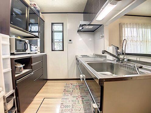 戸建賃貸-豊明市栄町大蔵下 大きな収納があり食器だけでなく、ホットプレートなども収納できます。