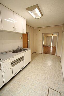 中古マンション-橿原市白橿町5丁目 約6.5帖のダイニングキッチン。テーブルセットを置いてもゆとりある広さがございます。