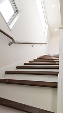 建物全部その他-新座市石神4丁目 明るく、開放感のある階段