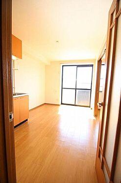 アパート-水戸市住吉町 明るい開放感のあるリビング
