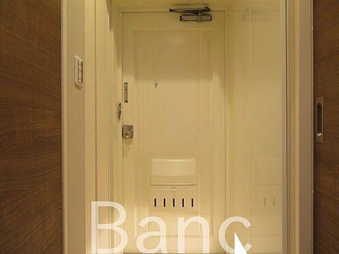 中古マンション-墨田区業平1丁目 人感センサー付き照明夜暗くても安心ですね