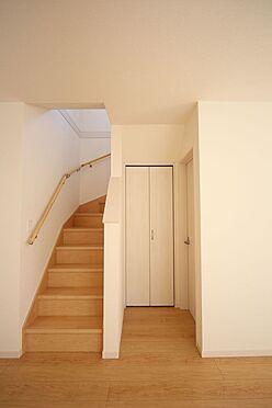 新築一戸建て-北葛城郡広陵町大字笠 ご家族が顔を合わせやすいリビング階段を採用しました。手すり付きでお子様やお年寄りでも安心です。