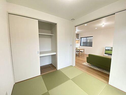戸建賃貸-豊田市小坂町13丁目 リビングの横にはくつろぎの和室。