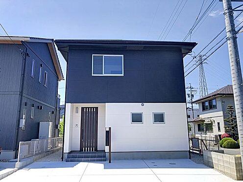 戸建賃貸-岡崎市東大友町字塚本 現地外観写真。駐車2台可能(車種による)
