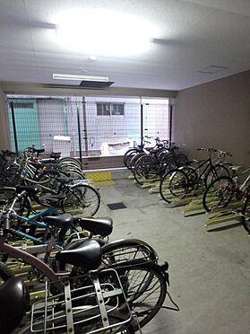 マンション(建物一部)-大阪市天王寺区四天王寺1丁目 雨風の日も安心の駐輪スペース