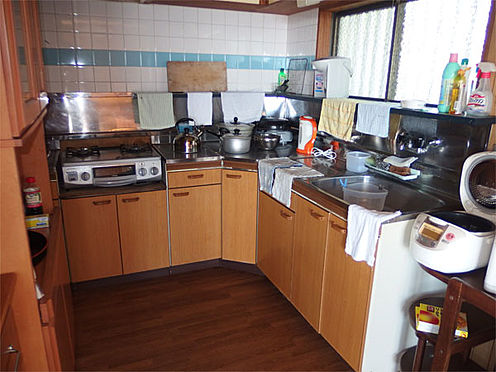 中古一戸建て-伊東市赤沢 【キッチン】 年代は感じますが綺麗な状態です