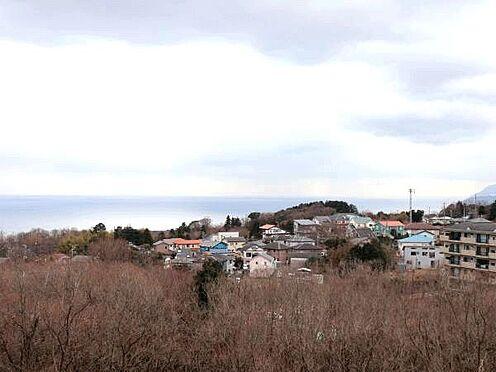 中古マンション-伊東市富戸 [眺望]バルコニーからの眺望です。相模湾と緑に囲まれとてもリラックスした気分を楽しめます。