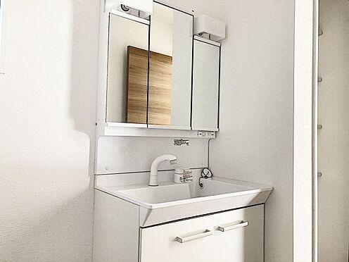 新築一戸建て-福岡市南区桧原2丁目 三面鏡の洗面台です