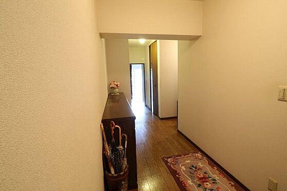 中古マンション-八王子市上柚木3丁目 玄関ホールが広いので解放感が有ります。
