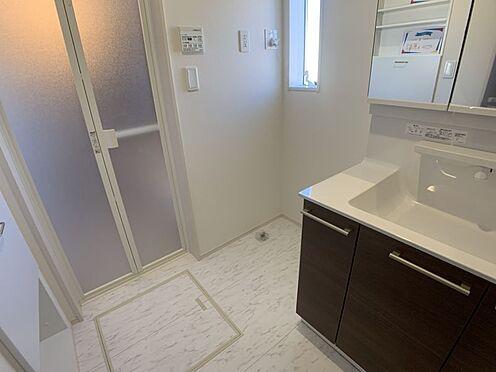 新築一戸建て-豊田市今町6丁目 清潔感のある洗面室です。ここにも窓があるので換気もしていただけます。