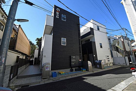 アパート-文京区千駄木5丁目 2棟建っている向かって右のアパートになります