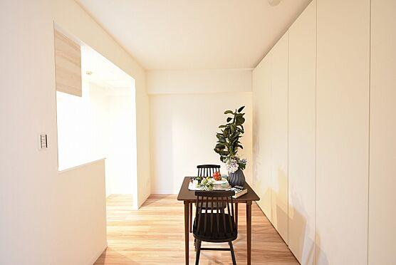 中古マンション-中央区日本橋茅場町3丁目 可動間仕切収納でダイニングと居室に区切ることもできます