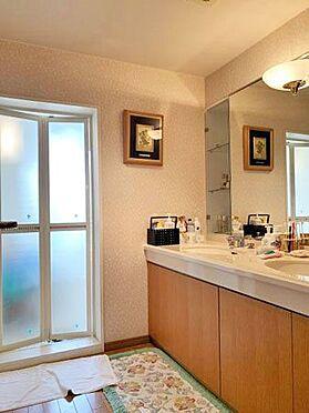 中古マンション-伊東市富戸 ≪洗面。脱衣室≫ 全体的に綺麗に利用されています。