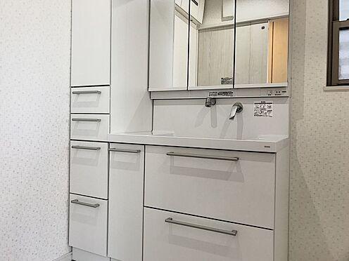 中古一戸建て-半田市亀崎高根町2丁目 収納スペースが充実している洗面台も魅力です!