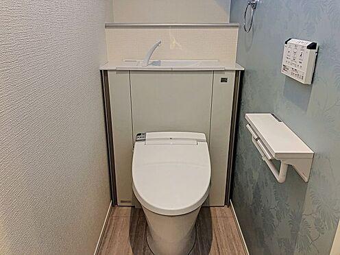 戸建賃貸-刈谷市半城土中町3丁目 収納一体型トイレ。掃除道具などを収納しスッキリとさせることが出来ます。(1階のみ)