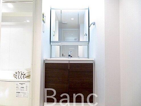 中古マンション-板橋区前野町6丁目 鏡が大きく使いやすいです。