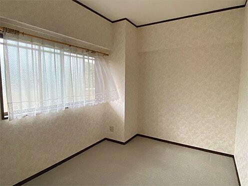 中古マンション-伊東市荻 【洋室】約6帖の洋室、クロス・カーペット綺麗な状態です。