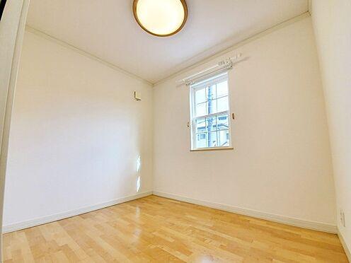 中古一戸建て-八王子市南陽台1丁目 ワークスペースに最適な3.8帖の居室です!書斎にもおすすめです♪