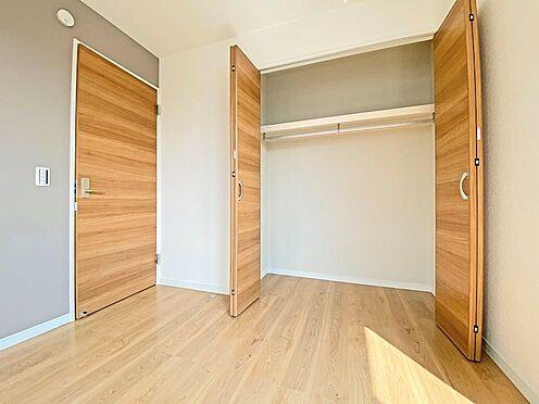 新築一戸建て-日野市西平山2丁目 6帖の洋室の収納です。