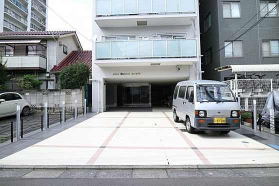 中古マンション-八王子市八幡町 出し入れしやすい駐車場。