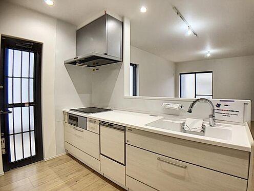新築一戸建て-名古屋市名東区大針2丁目 タッチレス水栓、人造大理石一体型シンク採用でより快適なキッチン。家事の時短に食洗機付き。