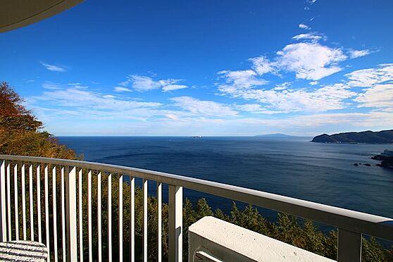 リゾートマンション-熱海市熱海 ケアリゾート熱海は山の中腹に建っているため、視界を遮るものなく景色を一望します。