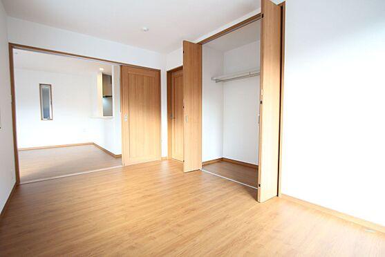 新築一戸建て-大和高田市大字有井 1階に洋室をもうけました。介護の必要はご家族がいらっしゃるご家庭に便利な配置ではないでしょうか?(同仕様)