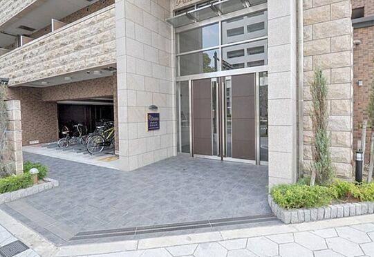 マンション(建物一部)-大阪市浪速区元町2丁目 植栽の植わるアプローチ