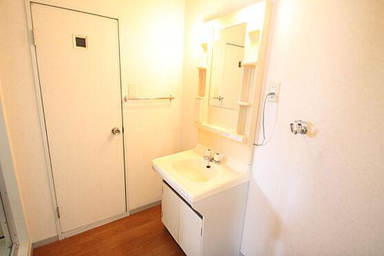 アパート-土浦市湖北1丁目 身支度に便利な洗面台。