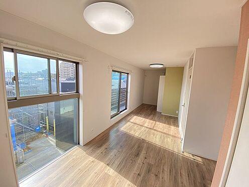 中古一戸建て-岡崎市梅園町字2丁目 どんなテイストにも合うシンプルな洋室。個性を出せる空間としてお楽しみください!