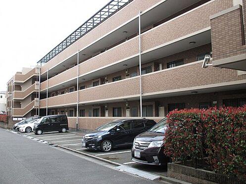区分マンション-八王子市大塚 出し入れしやすい駐車場。