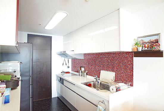 中古マンション-江東区東雲1丁目 備え付け食器棚付きのキッチン