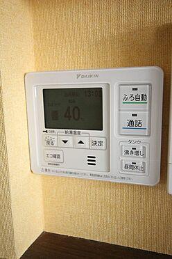 中古一戸建て-大和高田市三和町 ボタン一つでお湯はりや追い焚きの操作ができるオートバス機能付きです。