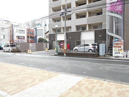 マンション(建物一部)-志木市本町5丁目 約9.9メートルの道路に面しており、開放感がある造りになっております。
