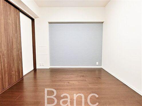 中古マンション-葛飾区水元1丁目 ダイニングと洋室の仕切りは引き戸式になっているのでドアのデッドスペースが無いのでお部屋を有効に使えます。