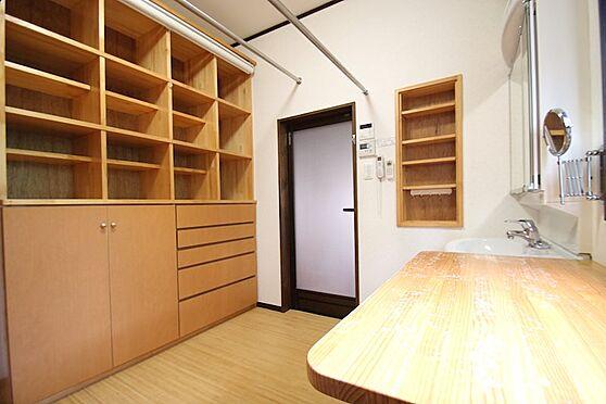 中古一戸建て-熱海市伊豆山 旅館のような洗面室十分な広さで洗濯機置き場もございます。