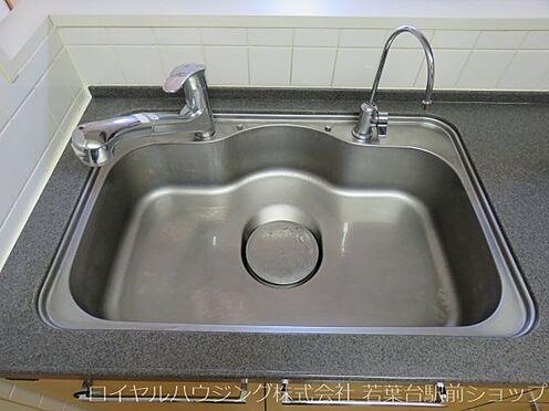 中古マンション-川崎市高津区新作5丁目 飲み水やお料理においしい水が使えるビルトイン浄水器があります。