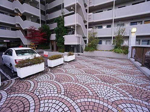 中古マンション-仙台市泉区七北田字八乙女 エントランス。綺麗に整備され広々としたアプローチ。