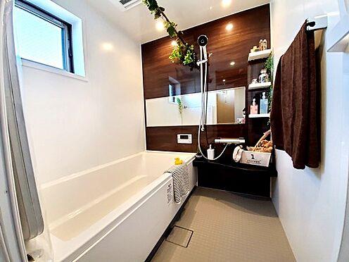新築一戸建て-八王子市堀之内2丁目 大きく気品のあるバスルームで疲れを癒せます。