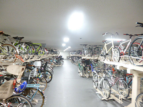 中古マンション-中央区晴海2丁目 屋内に駐輪場も完備。