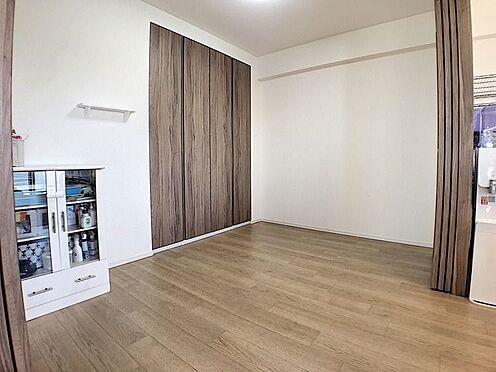 中古マンション-名古屋市緑区鳴子町2丁目 5畳の洋室は可動間仕切りで仕切れておりLDKと一体とする事も可能です!