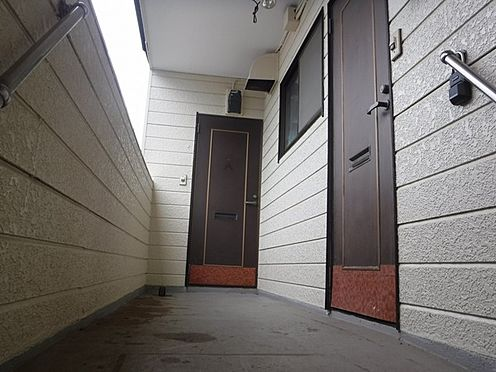 店舗付住宅(建物全部)-八街市八街に 2020.07.13撮影アパート部分、玄関