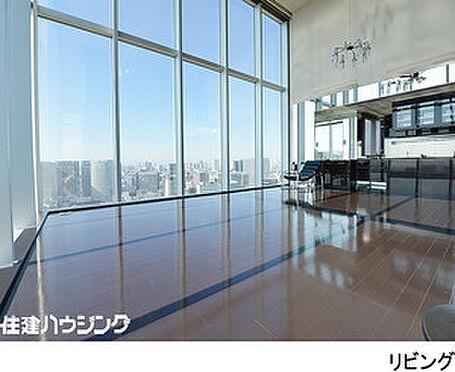 マンション(建物一部)-港区港南4丁目 天井高5mの開放感あるリビング