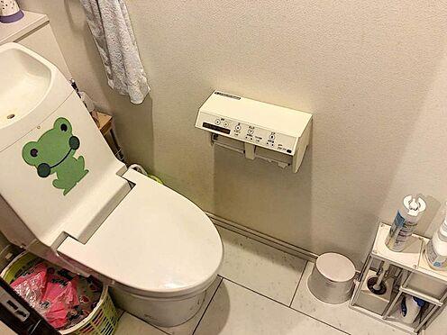 戸建賃貸-名古屋市千種区内山1丁目 トイレは1階と2階にございます。洗浄便座で清潔にお使いいただけます。