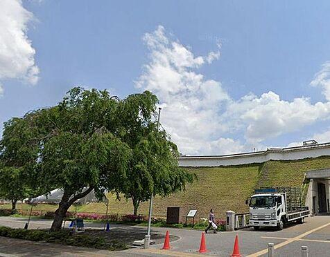 区分マンション-宇都宮市馬場通り3丁目 宇都宮城址公園 江戸時代中期の宇都宮城本丸の一部が復元された公園です。宇都宮城の歴史を伝えるガイダンス施設や、堀、土塁などがあります。 940m