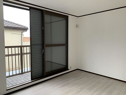 中古一戸建て-豊田市深見町鳥目 2階の洋室です♪バルコニーへはこちらから。
