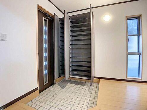 中古一戸建て-岡崎市舳越町字東沖 デザインだけではなく、収納力も申し分ありません。家族皆様の靴をしまってください!