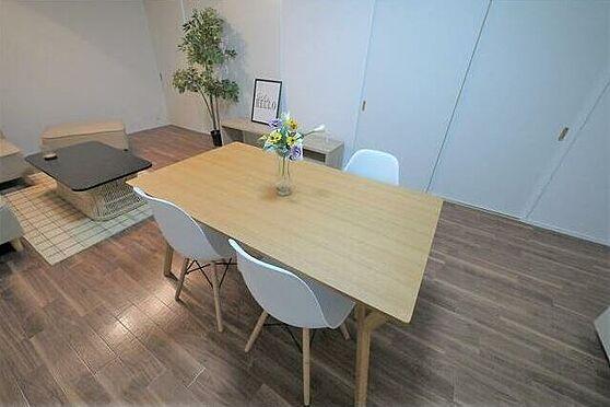 マンション(建物一部)-北九州市八幡東区白川町 おしゃれなダイニングテーブルでお食事時の会話も弾みそうですね!