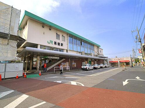 マンション(建物一部)-松戸市新松戸2丁目 東日本旅客鉄道(JR東日本)の常磐線を走行する常磐緩行線、武蔵野線(馬橋支線)、流鉄の流鉄流山線の2社3路線が乗り入れ、接続駅となっている。現在の東口側は駅開業以来の古い商店街が存在する。
