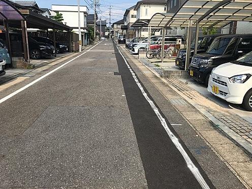中古一戸建て-豊田市神池町2丁目 前面道路が広く、間口もゆったりで駐車も楽々です。